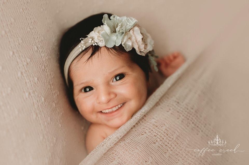 67303934 2648698205149540 4483609793012957184 n - Фотограф из США приклеивает голливудские улыбки к снимкам младенцев. Зрелище, вызывающее мурашки