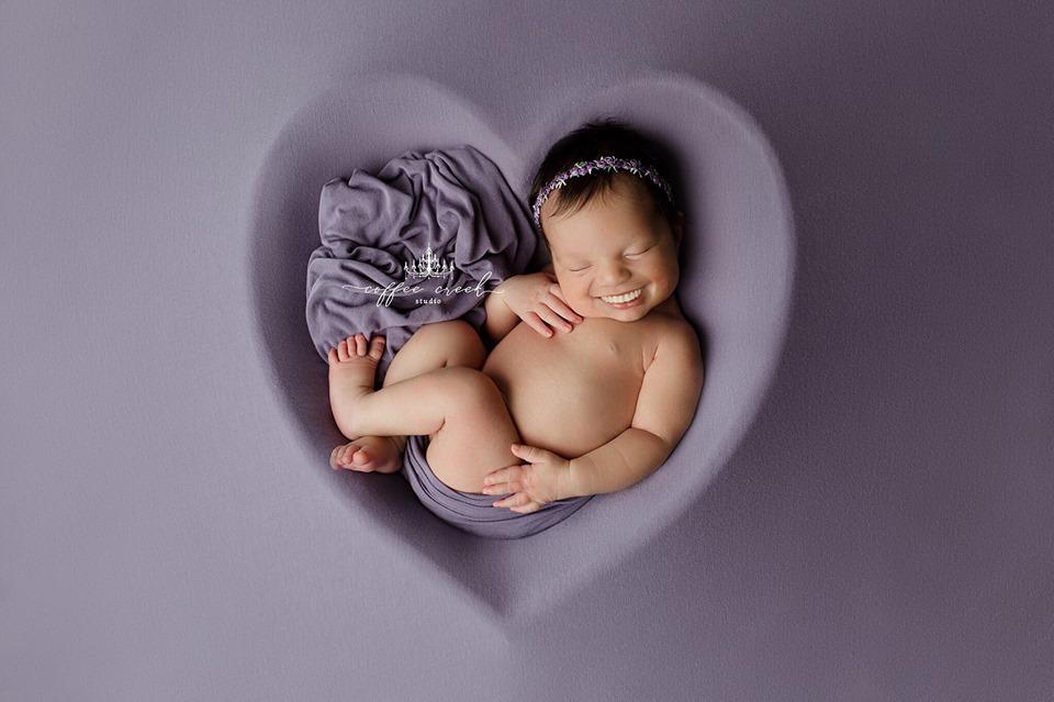 67412582 2648697645149596 6266292207519531008 n - Фотограф из США приклеивает голливудские улыбки к снимкам младенцев. Зрелище, вызывающее мурашки