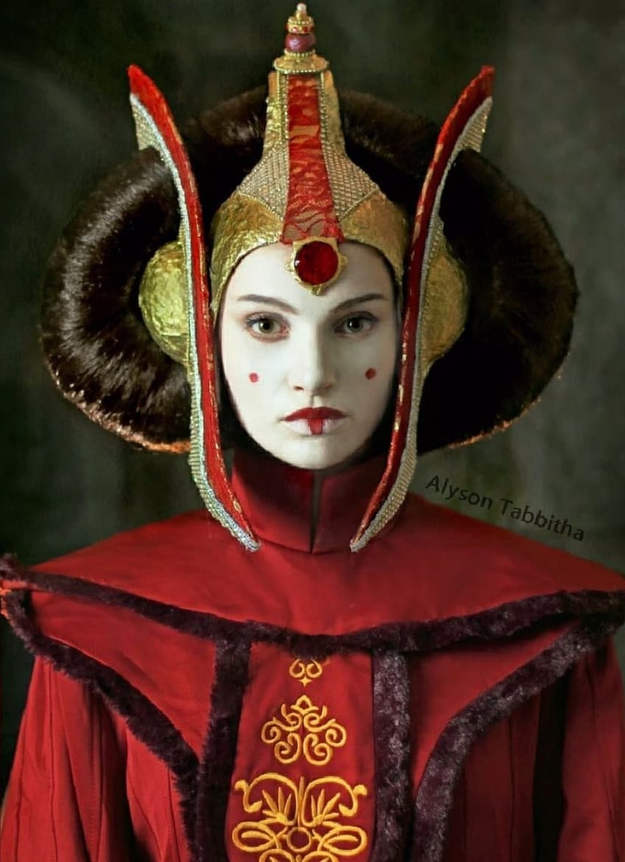 alysontabbitha 28433495 2046909225593816 1611852804727504896 n - Девушка один в один повторяет образы знаменитых персонажей, на которых похожа меньше всего