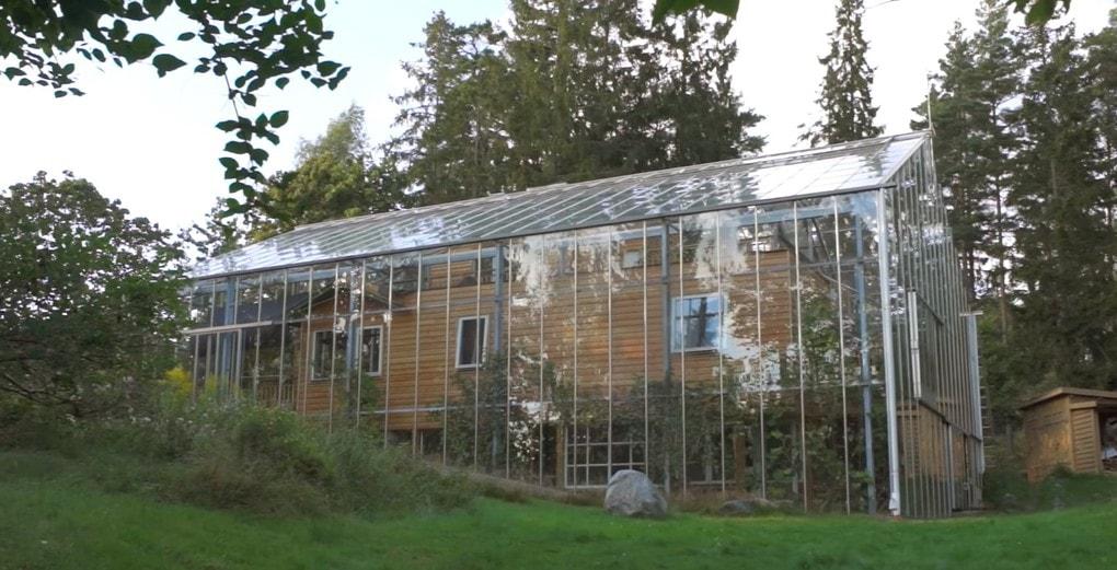 screenshot 2 - Шведская семья превратила свой дом в огромную теплицу, жизни в которой позавидуют не только помидоры