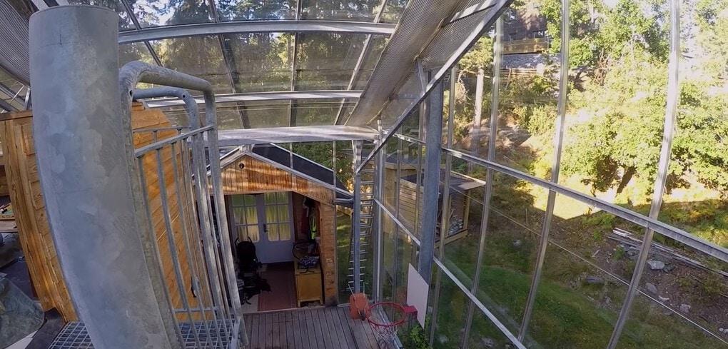 screenshot 3 - Шведская семья превратила свой дом в огромную теплицу, жизни в которой позавидуют не только помидоры