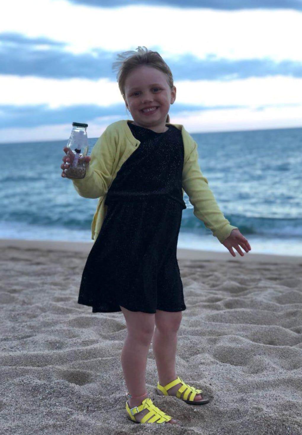 zc9neipzrwfjhd75q6oo2a - Девочка бросила в море бутылку с письмом в Испании и вряд ли ожидала, что ей ответят. Из Москвы