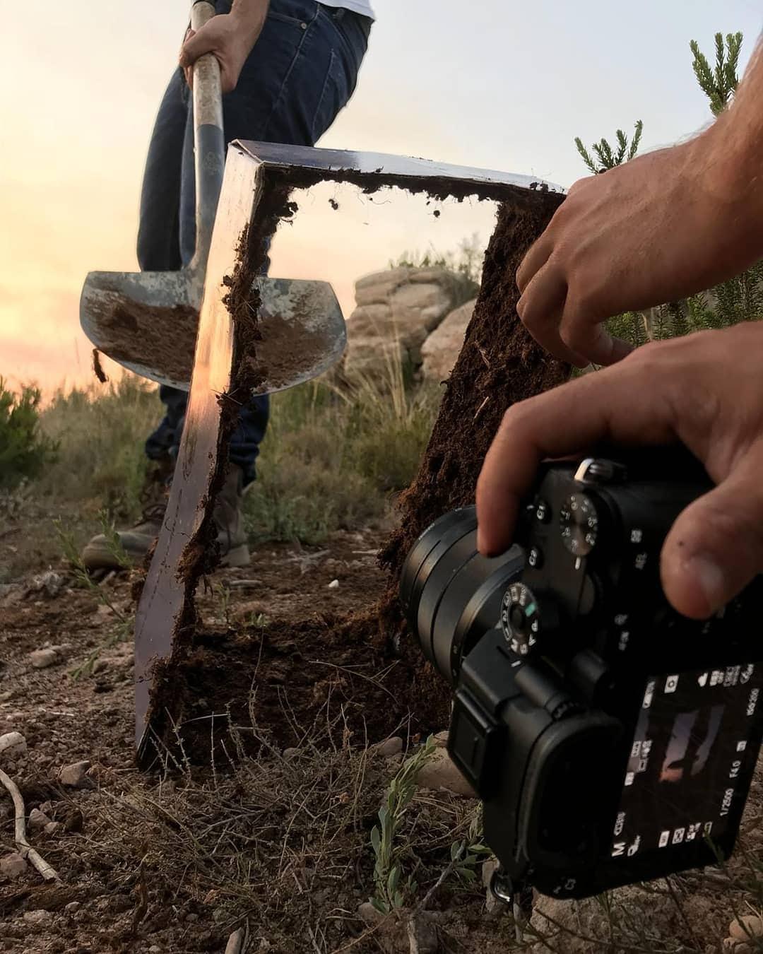1564738404 9005e0c7cc61edba13f22ff7cf834cbd - Испанский фотограф показывает, что за его креативными работами стоит вовсе не фотошоп, а смекалочка