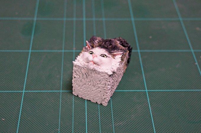 1564994041 50787e293df75f9c6126d7890396395f - 20 работ от японца, который превращает мемных животных в смешные фигурки