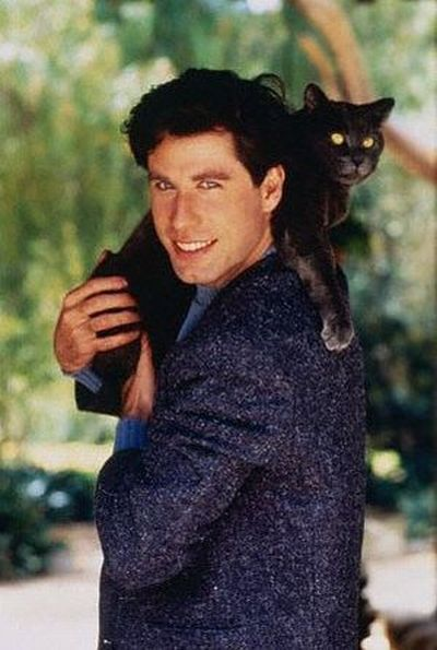 1566301466 d3e691b8784c87c605d165b5df0eb3ad - 25 редких фотографий, на которых знаменитости запечатлены со своими любимыми котиками