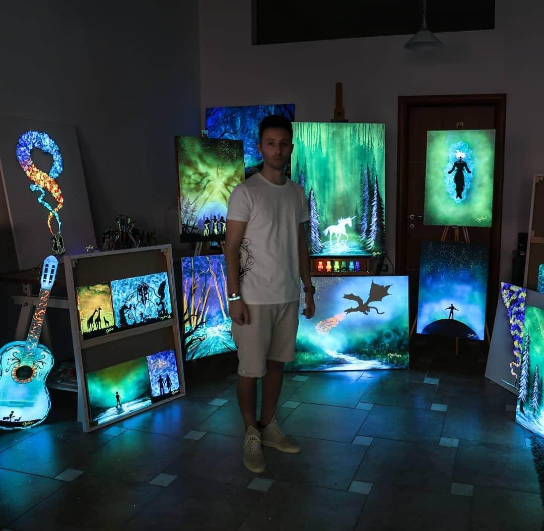 1566887361 fb6deae0ebc7523e2035a2aa00b5a002 - 20 рисунков итальянского художника, которые оживают, когда выключается свет