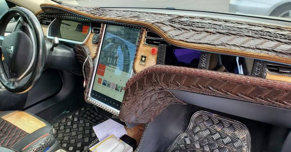 Водители Tesla показали, во что превратили салоны своих машин. Создатели хватаются за сердечки