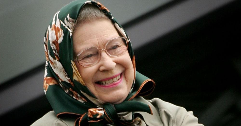 «А вы встречали королеву?»: туристы не узнали Елизавету II, но у неё нашёлся королевский ответ