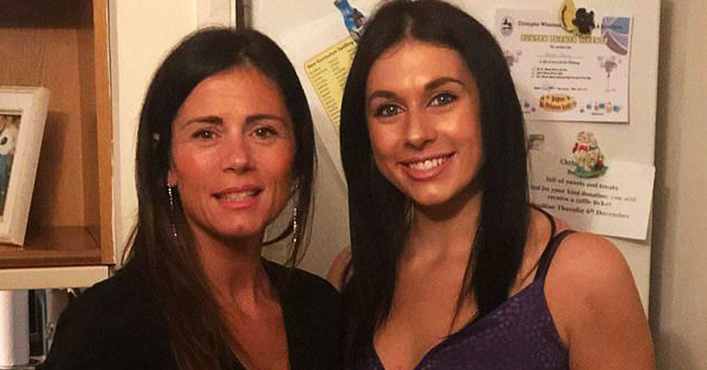 24-летняя девушка рассказала, что её мать часто принимают за её сестру. И ошибиться правда можно!