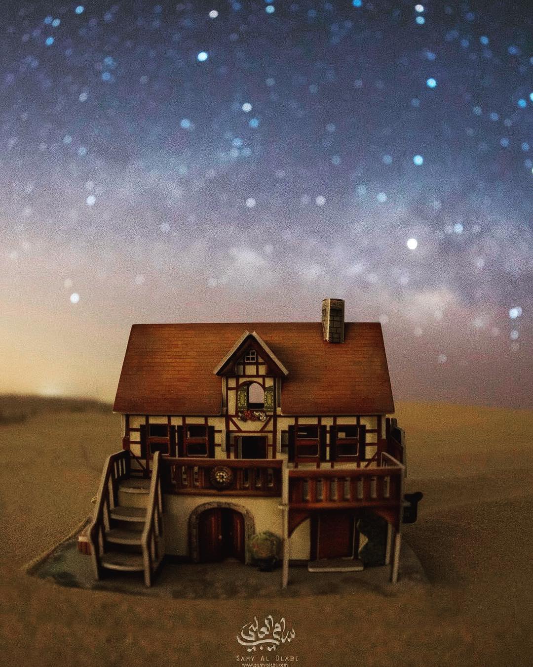1570431164 1454b33b0887ef2b65ce1b06aa6b6514 - Фотограф снимает игрушечные домики на фоне звёздного неба, и его работы — просто космос