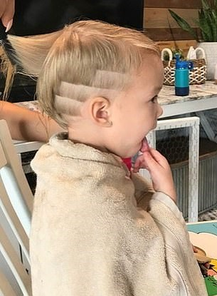 1570540546 362aef5b4f88b50b0a3217932f8fc6e6 - Трёхлетний мальчик подстриг младшую сестру, но она не в обиде. Её причёске теперь завидует даже мама