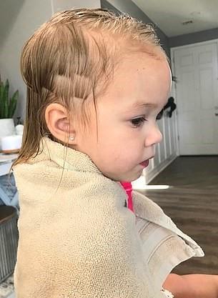 1570540546 5d14feb5b65bfe865ecf310015f7599a - Трёхлетний мальчик подстриг младшую сестру, но она не в обиде. Её причёске теперь завидует даже мама