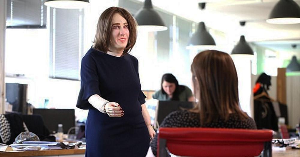 Ученые показали, как будут выглядеть офисные работники через 20 лет. И у модели дела идут не очень