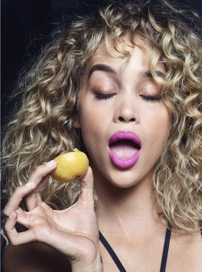 1571925624 b476cc623474217e5915f7f283308147 - Моделей попросили съесть дольку лимона перед камерой, и на это кисло даже смотреть