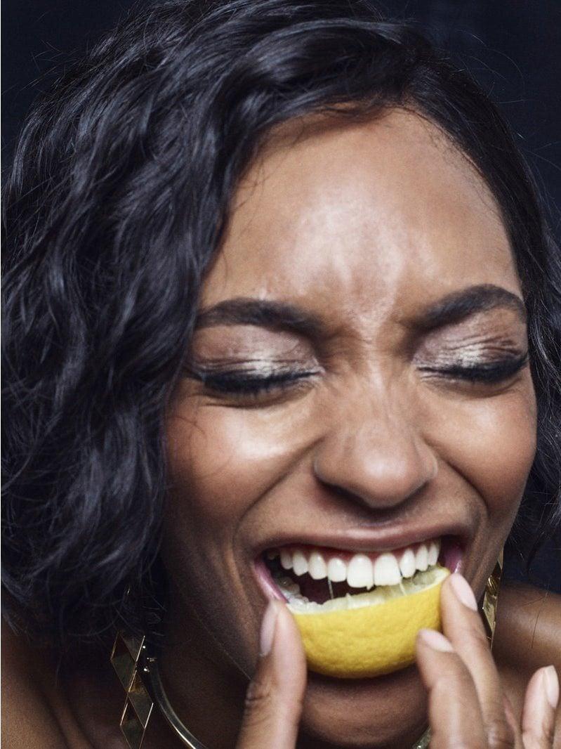 1571925663 fe4e817d5548ac420e48e033cdaca246 - Моделей попросили съесть дольку лимона перед камерой, и на это кисло даже смотреть