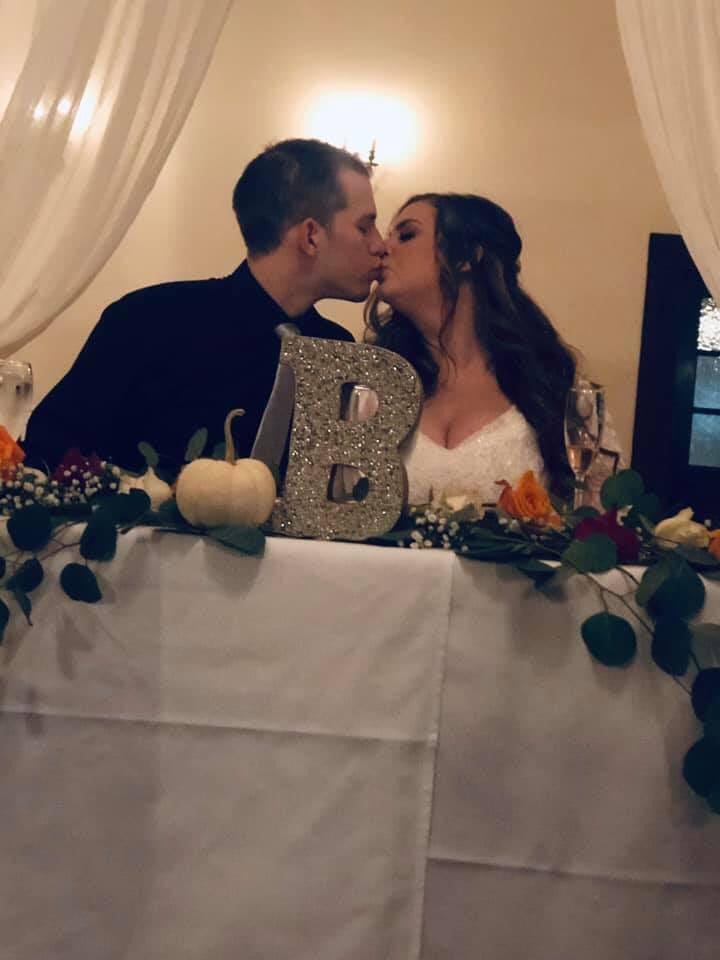1571994616 257383829cce939ddabc9bc67297e4c6 - Невеста случайно скинула фото платья мечты незнакомке. И именно эта ошибка позволила ей его купить!
