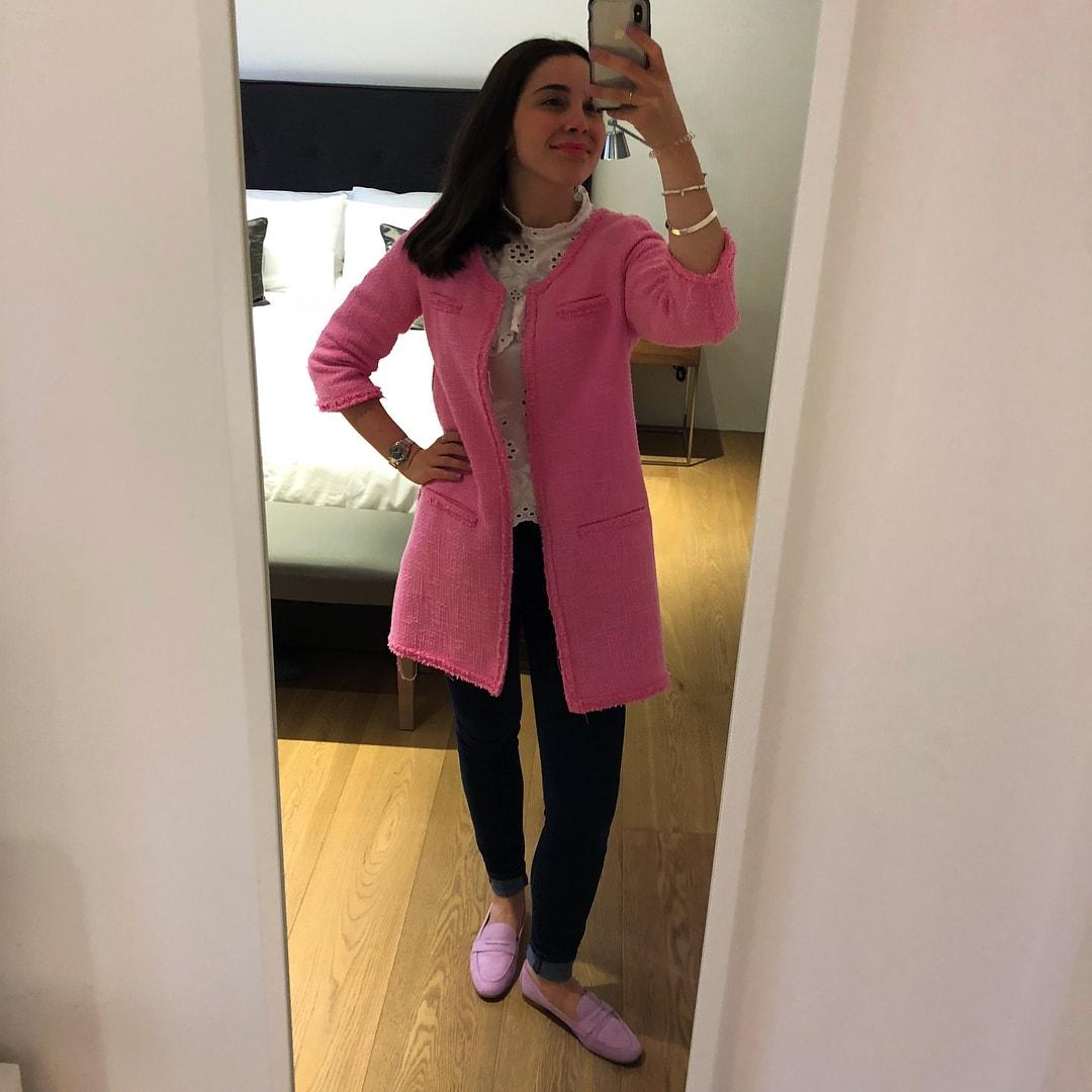 1573114049 301ec3e70251fc4dca03bb0b27fca49d - Парень критиковал одежду девушки, и теперь она публикует в Инстаграме все луки, которые его бесят