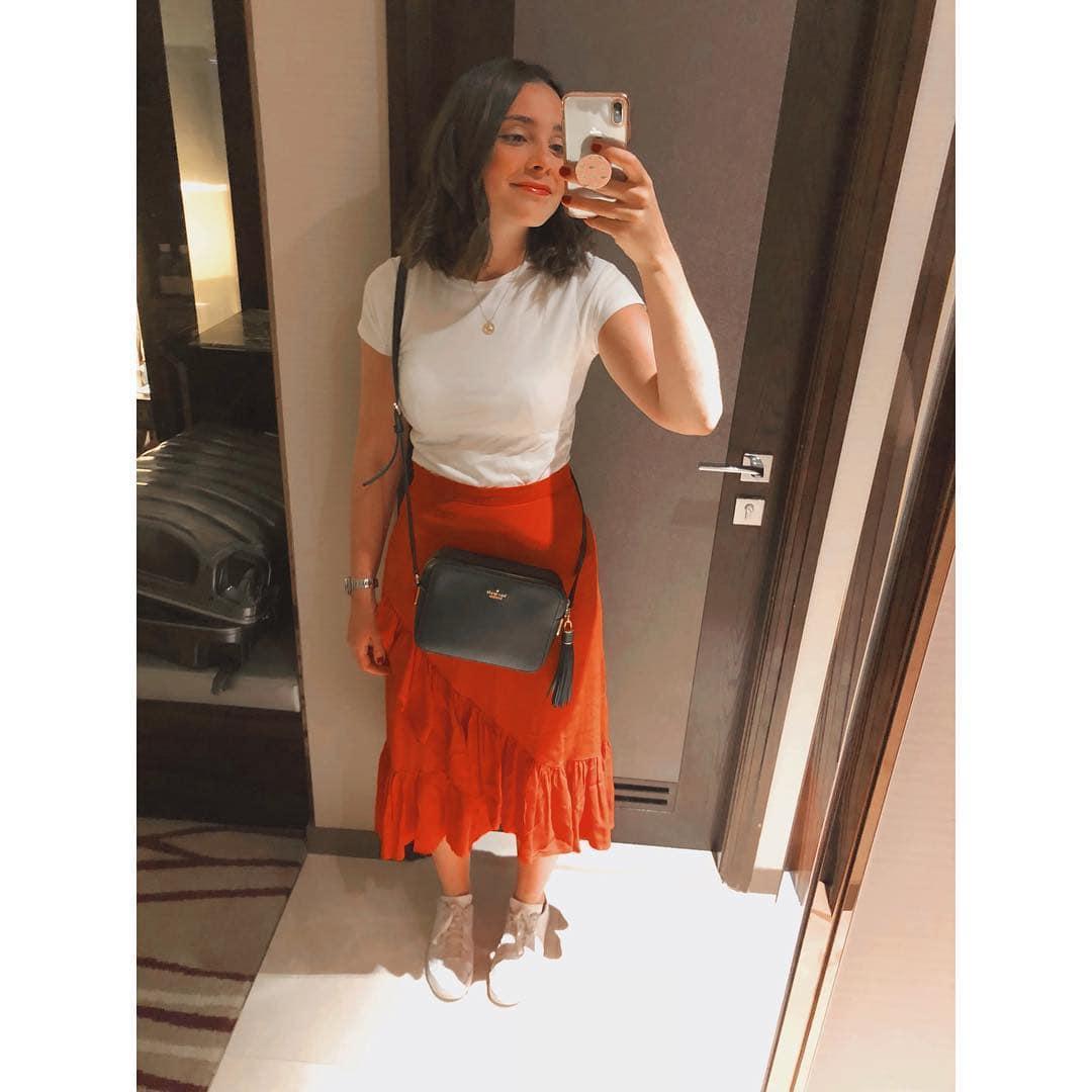 1573114053 0a45b72c53fc60167aedf3b422ce15e2 - Парень критиковал одежду девушки, и теперь она публикует в Инстаграме все луки, которые его бесят