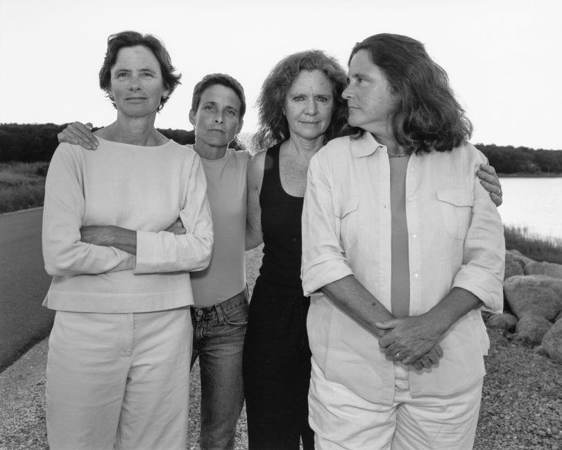 1573221411 9bad4c200d5163e33798473ef54e0684 - Фотограф каждый год снимал четырёх сестёр и показал, как они менялись на протяжении 40 лет