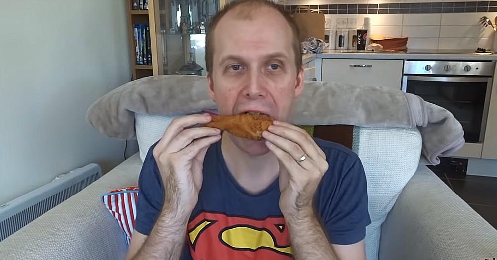 Блогер неделю питался в KFC и не потолстел, а похудел. Но последствия ему всё равно не понравились