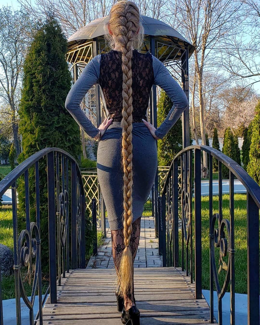 1577107796 27461702d096d67b364124d67ae57a9c - Украинка отрастила волосы длиной в 1.8 метра и рассказала, как живётся Рапунцель в современном мире