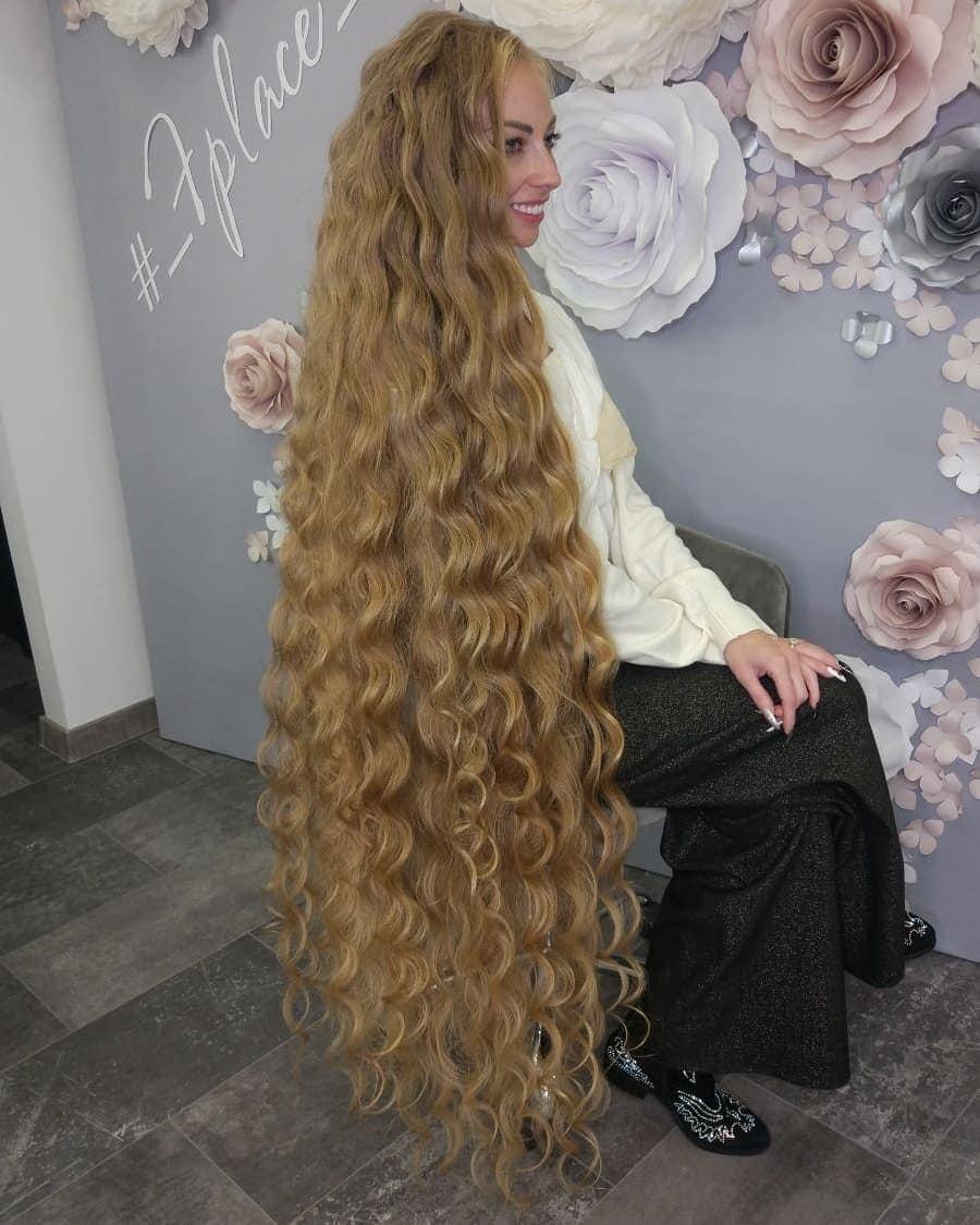 1577108415 a43f031551c7f929c0b76c3bcf84470e - Украинка отрастила волосы длиной в 1.8 метра и рассказала, как живётся Рапунцель в современном мире