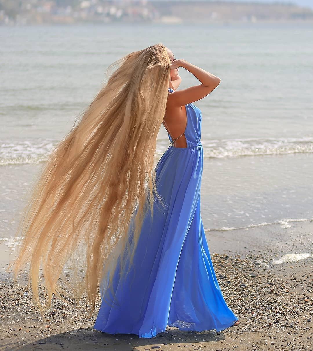 1577108470 1da210b3de24cbe7443acdd84621b421 - Украинка отрастила волосы длиной в 1.8 метра и рассказала, как живётся Рапунцель в современном мире