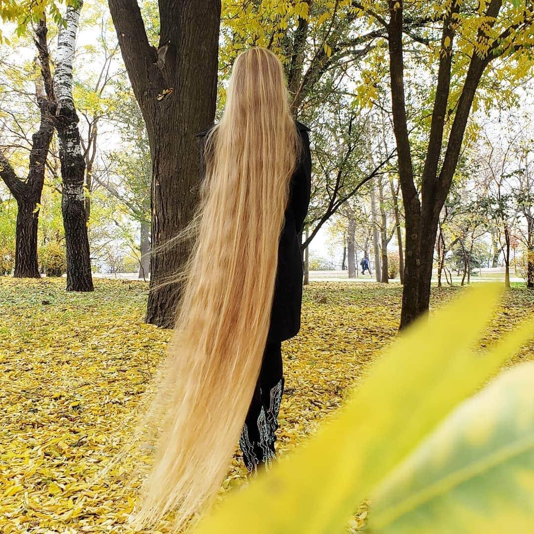 1577108644 506d601f785885d2e8b033697216083b - Украинка отрастила волосы длиной в 1.8 метра и рассказала, как живётся Рапунцель в современном мире