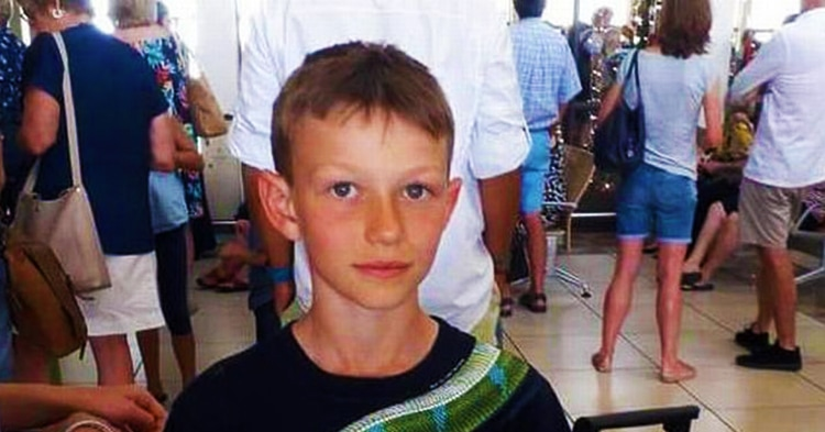 Мальчика попросили снять футболку в самолёте, так как она «может вызвать у пассажиров тревожность»