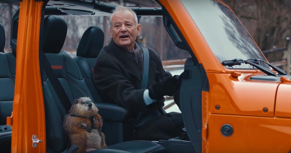 Билл Мюррей вернулся к легендарной роли в фильме «День сурка» для рекламы спустя 26 лет. И ролик великолепен!