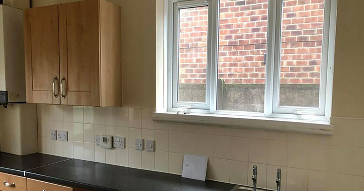 Женщине сказали, что ремонт кухни обойдётся в 650 фунтов, но она приняла вызов и сделала всё сама. За 27 фунтов