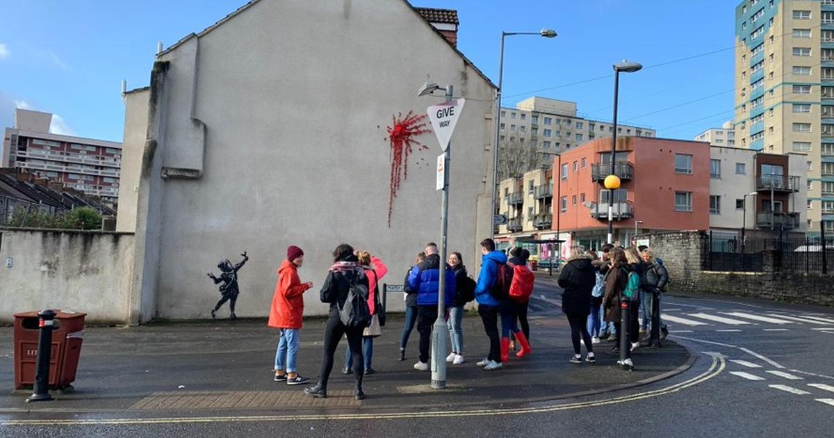 В Англии появилось граффити, посвящённое Дню святого Валентина — многие считают, что его нарисовал Бэнкси