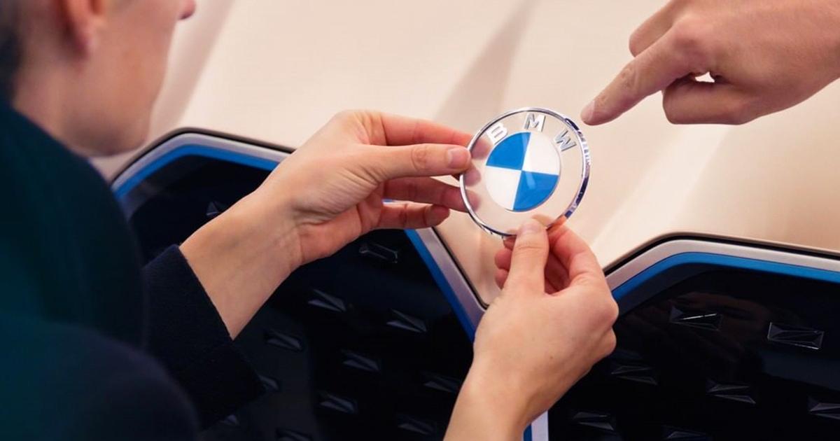Компания BMW изменила свой логотип наиболее радикальным образом за всю историю. Но разница заметна не сразу