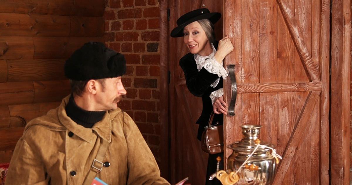 Косплееры устроили свидание Почтальона Печкина и Старухи Шапокляк, и это кроссовер, который мы заслужили