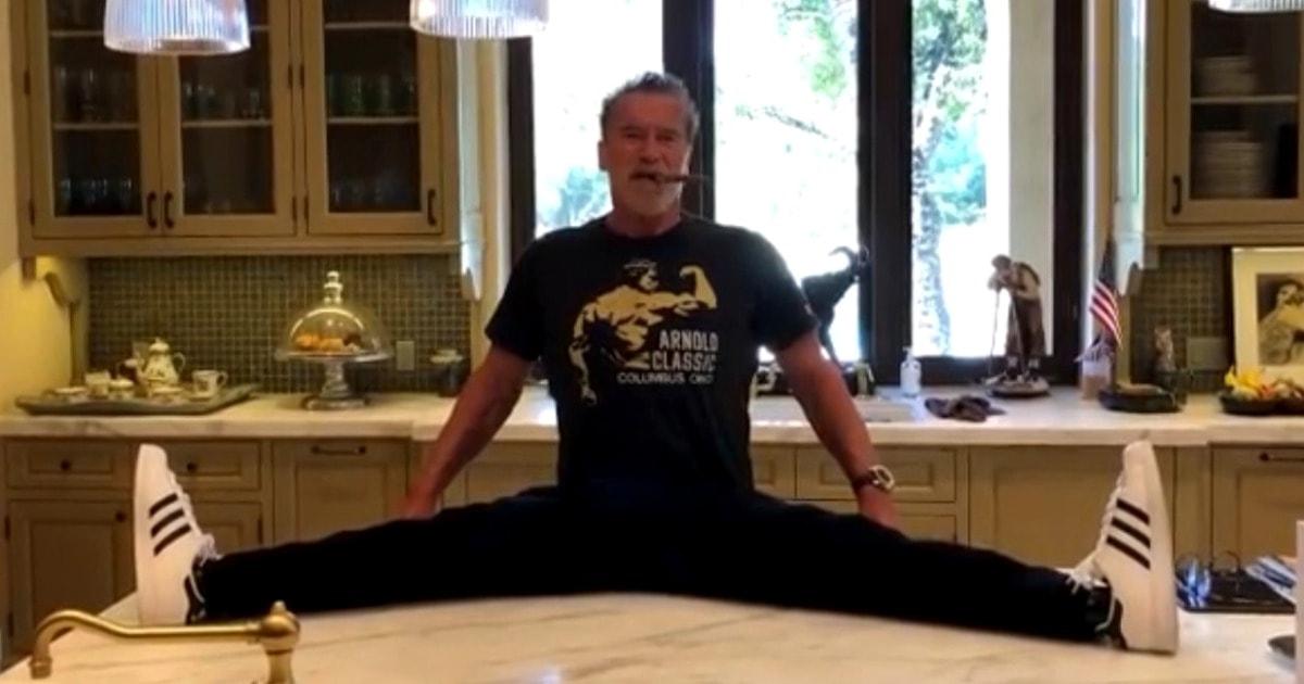 Арнольд Шварценеггер разыграл поклонников своей растяжкой, выполнив несколько упражнений прямо на столе