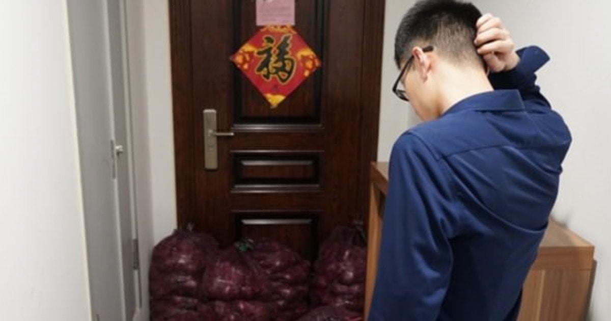 Китаянка решила заставить бывшего плакать после расставания. Для мести понадобилась тонна лука