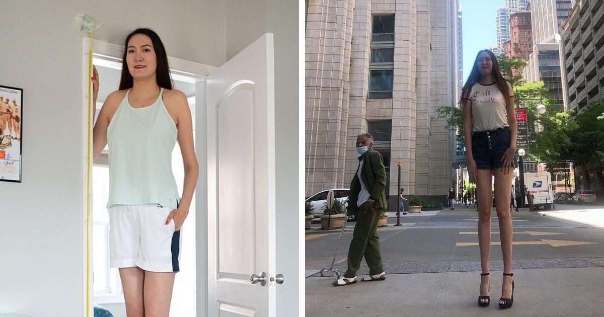 Девушка стала известна благодаря длине своих ног. Они одни из самых длинных в мире, и люди от них в восторге