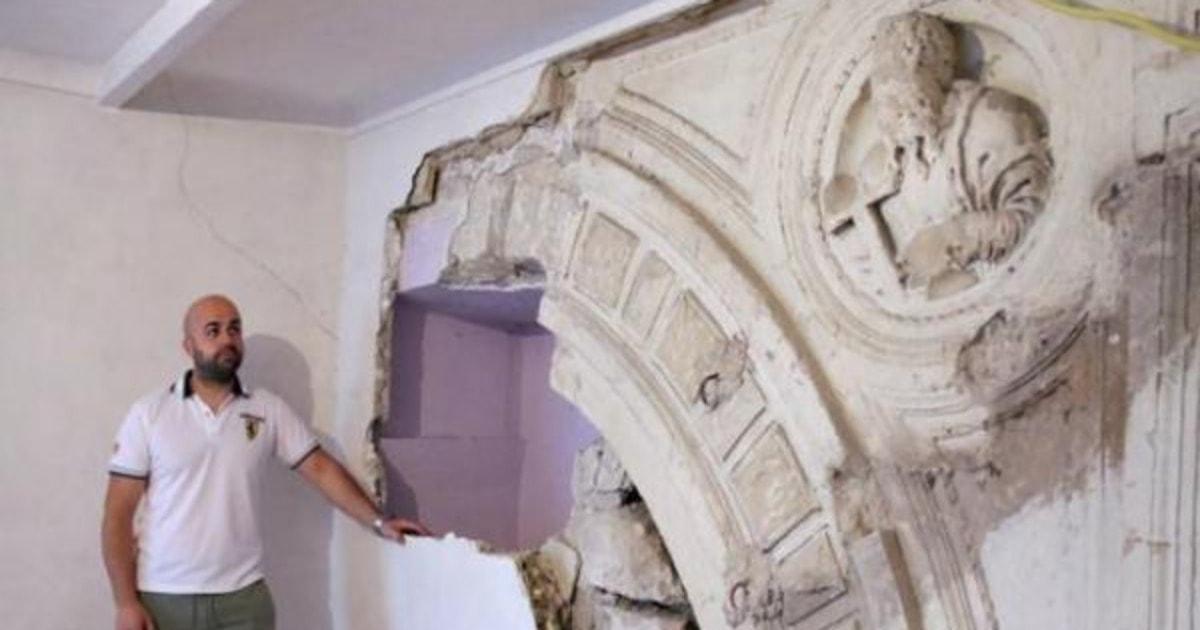 Мужчина обнаружил в своём доме архитектурное достояние XIV века. А ведь всё началось с обычного ремонта