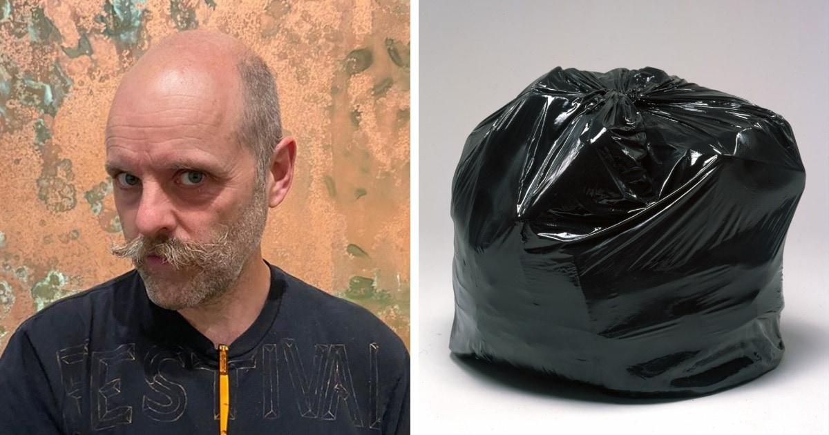 Британский художник выставил на аукцион мусорный мешок. Его оценивают в £51000, так как внутри вовсе не мусор