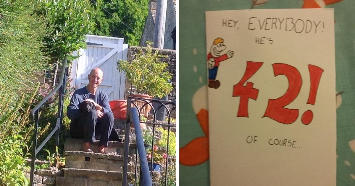 Мужчина получил на 42-летие открытку, которую дарил своему папе. Отец вернул бумеранг сарказма 28 лет спустя