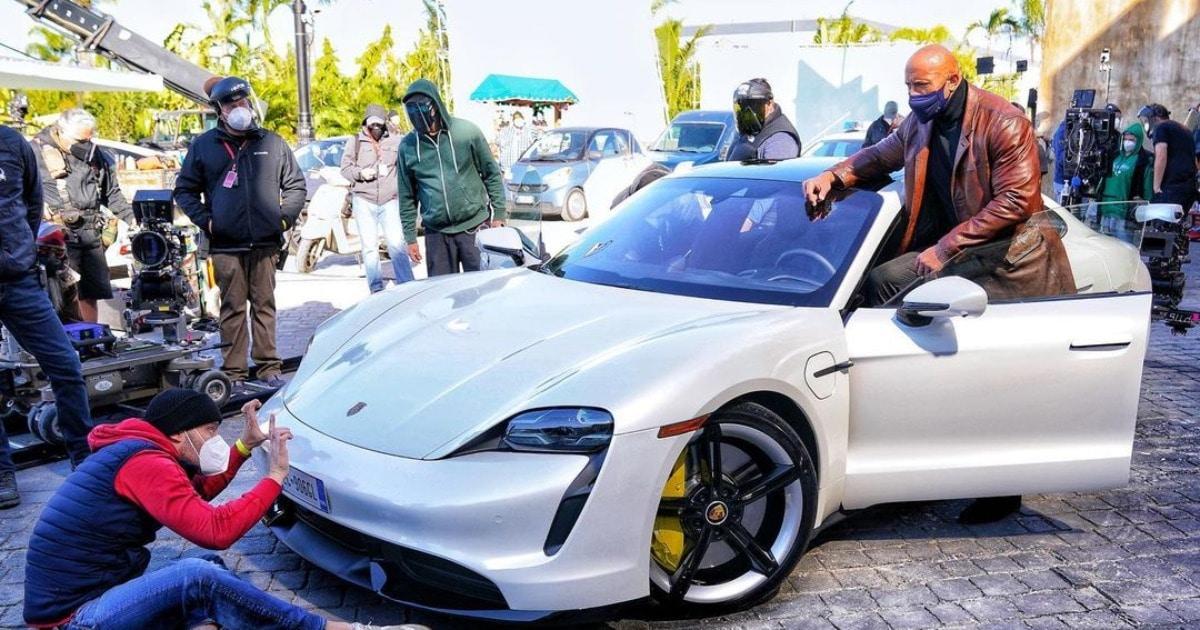 Дуэйн Джонсон должен был сесть в Porsche для съёмок в фильме. Но вышел провал — он не смог влезть в машину