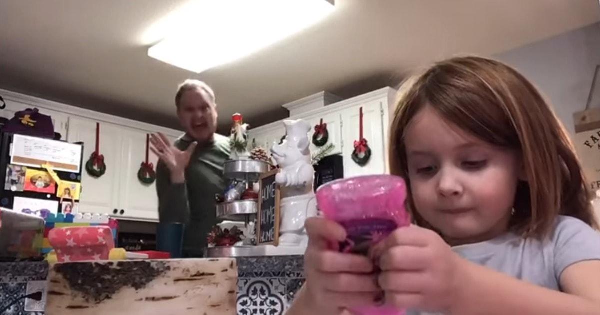 Папа весело танцевал на видео дочери и не знал, что она отправит ролик учителю. Теперь его талант оценили все