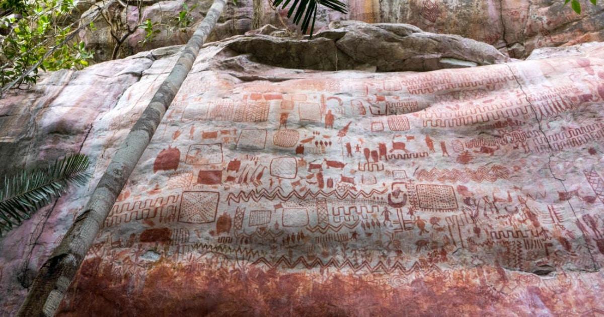 В Колумбии нашли 13-километровую стену из рисунков, которым 12500 лет! Их сравнивают с Cикстинской капеллой