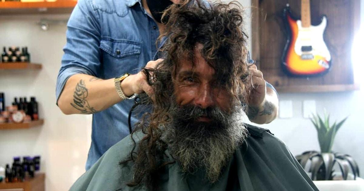 Бездомный попросил в салоне бритву, но его постригли мастера. И изменили не только его причёску, но и жизнь