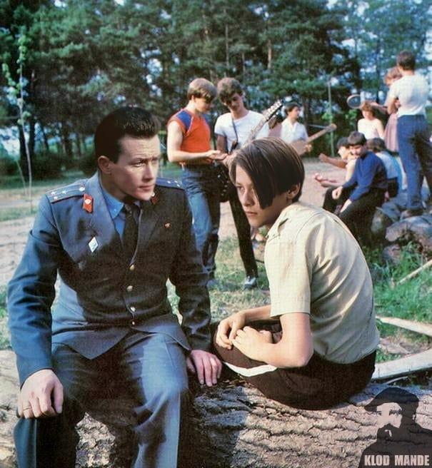 16 отвязных коллажей художника, который смешивает в одном кадре героев советского и голливудского кино