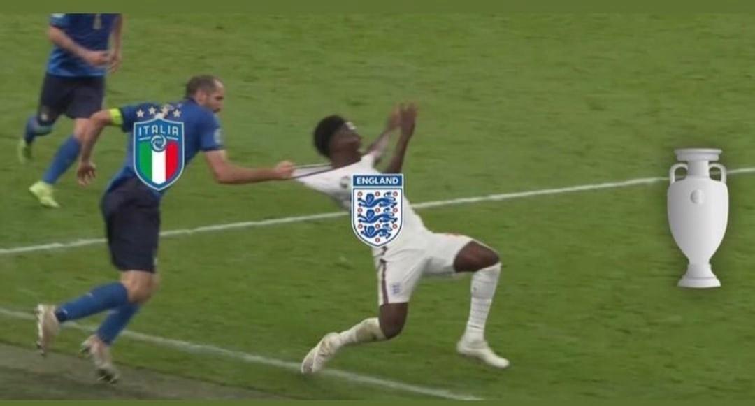 Италия обыграла Англию в финале Чемпионата Европы по футболу. Один из моментов матча даже превратился в мем
