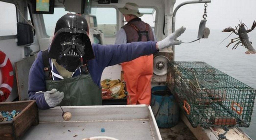 Бабуля так мощно выкинула омара за борт судна, что люди влюбились! И сделали её героиней битвы фотошоперов