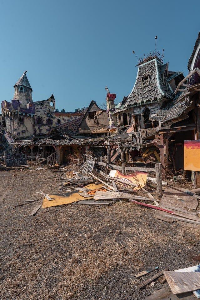 16 атмосферных фотографий заброшенных мест, который чаруют и пугают