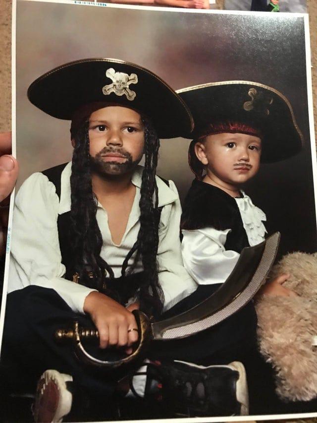 17 забавных ностальгических фотографий из семейных архивов, которые веселят своей неловкостью