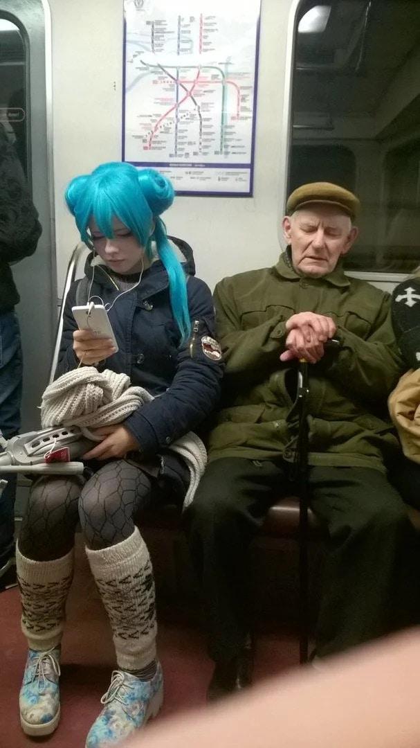«Обычный день в России»: 17 фотографий странных вещей, которые можно встретить только на российских просторах